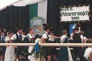 Aktive Plattlergruppe des Trachtenvereins Alpenrose Nußdorf am Inn